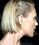 Жирные корни у волос