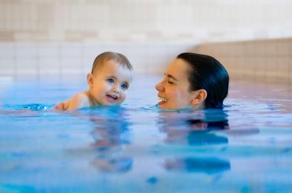 Обучение плаванию грудничков