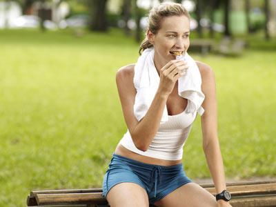 Как питаться до и после тренировок?
