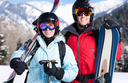 лыжники в костюмах