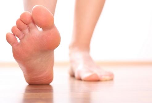 Как устранить запах пота на ногах