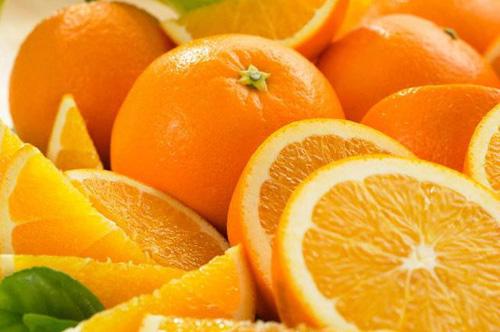 плоды и дольки апельсина