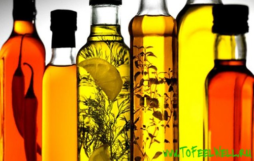 бутылки с маслами и травами в ряду