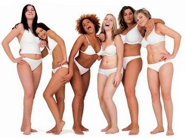 девушки в белом белье смеются