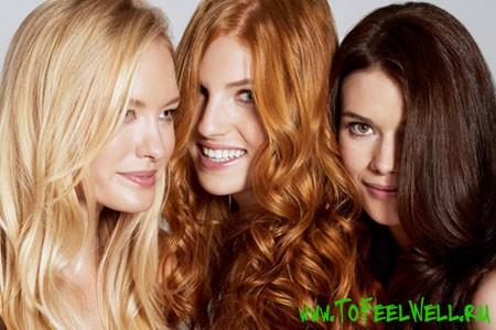 девушки с распущенными волосами улыбаются