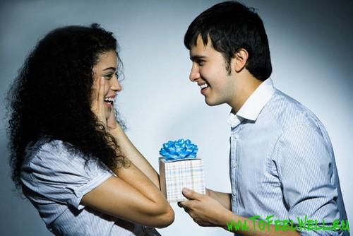 Что подарить девушке на полгода