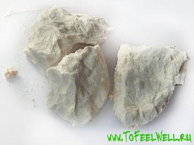 белые камни на белом фоне