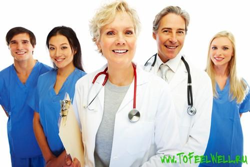 врачи стоят на белом фоне