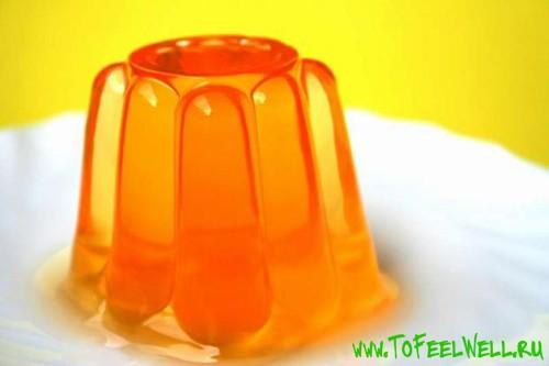 оранжевое желе на тарелке