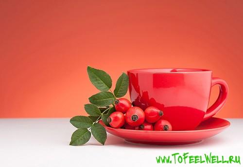 чайная чашка на красном фоне